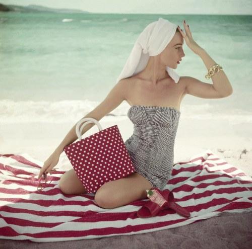 00-holding-towel-charm.jpg