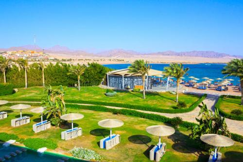 sharm-el-sheikh-egypt-april-view-luxury-hotel-barcelo-tiran-sharm-stars-day-blue-sky-90746214